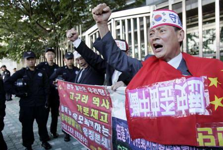 韩国人烧中国国旗图片