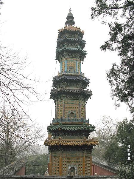 图1为万寿山多宝琉璃塔前前的石碑