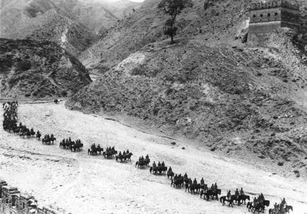 八路军骑兵挺进敌后。1937年10月 沙飞摄